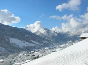 Vue sur le village et La Tournette depuis la fenêtre du séjour