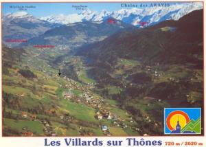 Le village au coeur du Massif des Aravis : une flèche indique le chalet